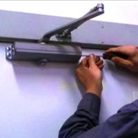 Ремонт/установка дверных доводчиков
