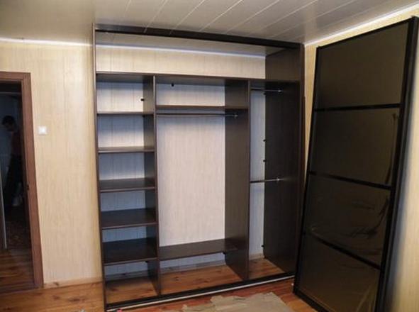 Сборка встроенных шкафов своими руками